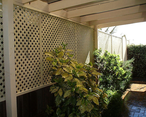 Design flow australian manufacturer of matrix plastic for Lattice screen fence